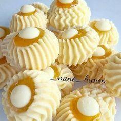 Kakaolu atlak Kurabiye (Cocoa Crackle Cookies) by : . Ramadan Desserts, Cookie Desserts, Cookie Recipes, Torta Angel, Moroccan Desserts, Crackle Cookies, Biscotti Cookies, Butter Cookies Recipe, Gateaux Cake