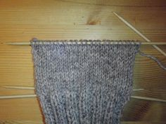OPPSKRIFT FOR HVORDAN STRIKKE HÆL PÅ SOKKER I BILDER (ANITA PÅ ANDØYA) Diy And Crafts, Rugs, Home Decor, Blogging, Homemade Home Decor, Types Of Rugs, Rug, Decoration Home, Carpets
