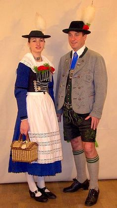 Paar in Miesbacher Tracht