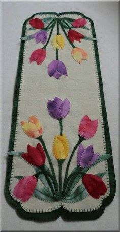 Tulips Wool Applique Table Runner Viola Beauty Wool Applique Candle Mat and Mug Rugs – Cath's Pe Motifs Applique Laine, Wool Applique Patterns, Felt Applique, Applique Quilts, Quilt Patterns, Dress Patterns, Penny Rugs, Felted Wool Crafts, Felt Crafts