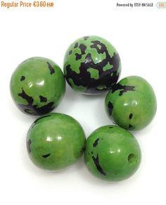 5 Bombona, apfelgrün, 5 Stück, 22mm, mit Harz, glänzend, Samenperlen, natural beads, resin beads, large beads, tagua beads, acai beads