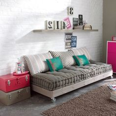 37 Ideas Diy Apartment Furniture Couch Pillows For 2019 Couch Furniture, Apartment Furniture, Pallet Furniture, Apartment Living, Pallet Daybed, Pallet Couch, French Furniture, Diy Pallet, Living Room