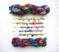 Artículos similares a Colorful Sari Yarn Charm Bracelet en Etsy