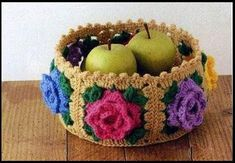 Granny square basket - free pattern, nice!