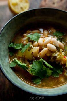 Cytrynowa zupa fasolowa z harissą