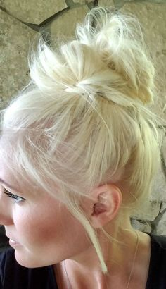 How to Do a Messy Bun: Make the Perfect Messy Bun in Seconds