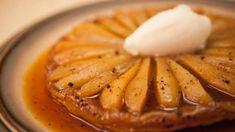 Tarte Tatin à la poire et au sirop d'érable Apple Pie, Camembert Cheese, Gluten, Banana, Desserts, Food, Caramel, Menu, Toffee Apple Tart