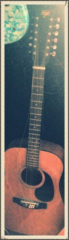 12 Strings Guitar !