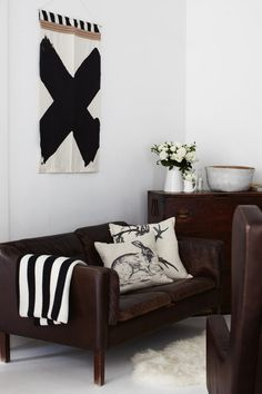 Casual black-and-white living room