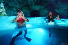 Wow! What is the blue light?  #japankuru #japan #cooljapan #okinawa #bluecave #snorkeling #instajapan #instaokinawa #instagood #instagram #picoftheday #오키나와푸른동굴 #스노클링 #스노켈링 #스쿠버다이빙 #수상스포츠 #青之洞窟 #藍洞 #沖繩 #浮潛 #旅行