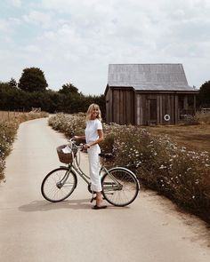 bike riding in all white at english countryside Dark Portrait, Summer Aesthetic, Blue Aesthetic, Flower Aesthetic, Aesthetic Fashion, Aesthetic Collage, Aesthetic Drawings, Aesthetic Videos, Into The Fire