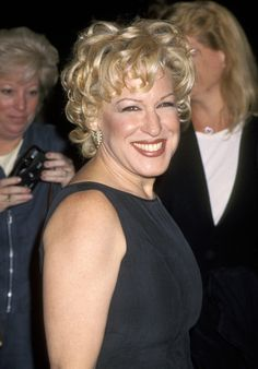 Bette Midler is one of those rare actresses who everyone loves so much that even when you're not sure about her hairstyle, you say, Hairdo Wedding, Bette Midler, Hair Photo, American Singers, Face Shapes, Classic Hollywood, Celebs, Celebrities, Movie Stars