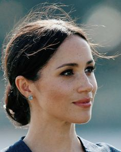 Meghan Markle - The Duchess Of Sussex Estilo Meghan Markle, Meghan Markle Hair, Meghan Markle Style, Harry Wedding, Kate And Pippa, Prince Harry And Megan, Princess Meghan, Bridal Hair Flowers, Princesa Diana