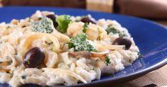 Em 20 minutos é possível promover o arroz-nosso-de-cada-dia a essa versão  cremosa com bacalhau e brócolis