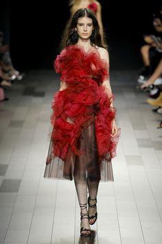 Trend New York Fashion Week - Marchesa Primavera Verão 2018 Red Fashion, Fashion Week, Star Fashion, Fashion Show, Fashion Design, Style Couture, Couture Fashion, Runway Fashion, Marchesa Fashion