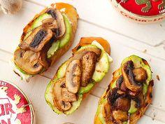 Que tal experimentar esta receita de Brusqueta de cogumelo e abobrinha que o Comida do dia já aprovou?