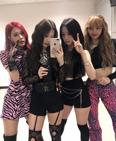 """Given that Jennie is always dressed in the most popular group, Black Pink fans continue to """"fight"""" - Lisa /Black Pink - Info Korea K Pop, Kpop Girl Groups, Kpop Girls, Jenny Kim, Black Pink Kpop, Blackpink Photos, Blackpink Fashion, Jennie Blackpink, Blackpink Jisoo"""