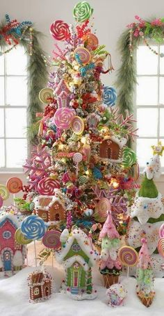 Best Christmas tree decor ideas & inspirations for 2019 - Hike n Dip Make your Christmas decorations special with the best Christmas tree decor ideas. These inspiring Christmas trees are the perfect decor for the holidays. Best Christmas Tree Decorations, Cool Christmas Trees, Christmas Themes, Christmas Wreaths, Holiday Decor, Gingerbread Christmas Tree, Christmas Planning, Christmas Decorating Themes, Themed Christmas Trees