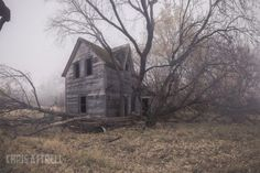 Photos Of Great Abandoned Places In Manitoba Old Buildings, Abandoned Buildings, Abandoned Places, Spooky Places, Abandoned Mansions, Ghost Towns, Old Houses, Scenery, Explore