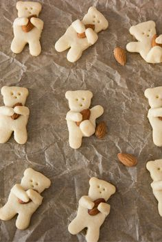 Teddy Bear Cookies recipe uses only 3 ingredients. You will have so much fun cook this easy recipe! Teddy Bear Cookies, Biscuit Cookies, Yummy Cookies, Japanese Cookies, Cookie Recipes, Dessert Recipes, Desserts, Cute Baking, Cafe Food