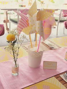 Ideas decoración comunión. Molinillos de papel.