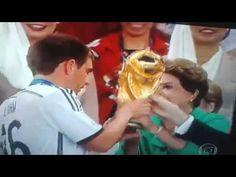 Dilma é vaiada na entrega da Taça a Alemanha