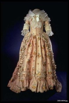 Martha Washington's inaugural gown. US, approx. 1790.