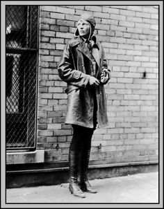 I think most girls probably go through an Amelia Earhart phase, presumably somewhere between the Helen Keller phase and the Elizabeth I phase. I somehow skipped over the Amelia love, but this past … Amelie, Amelia Earhart Picture, Old Photos, Vintage Photos, Iconic Photos, Photo Star, Fashion Line, Men's Fashion, Street Fashion