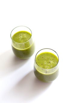 Peach Green Smoothie Author: Pinch of Yum Serves: 2 Ingredients 2 cups frozen peaches 2 handfuls of spinach 1 fresh...