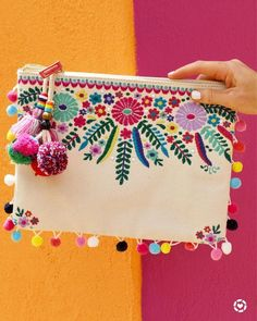 Nothing says Cinco de Mayo like an embroidered pom-pom clutch 💃🎉😍 Viva La! I've rounded up 16 FAVORITES that are all fun, bright, and… Embroidery Bags, Embroidery Stitches, Embroidery Patterns, Mexican Embroidery, Embroidery Fashion, Pom Poms, Pom Pom Clutch, Diy Love, Boho Bags