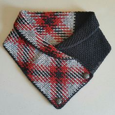 "the planned pooling section came out to 23"", the black section to 17"". 40"" total. 18 moss stitches across. color sequence 1: red (3), black (3), red (3), silver (8) color sequenc..."