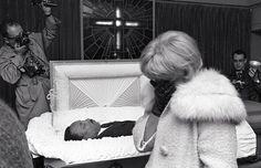 1968 muore in un attentato martin luther king, leader del movimento per i diritti civili e premio nobel per la pace nel 1964.