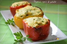 Amo molto le verdure e gli ortaggi perché sono freschi e utili per tante gustosissime preparazioni! Oggi vi suggerisco i peperoni ripieni di patate!
