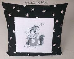Szmacianki Wioli: Haftowana poszewka - Kot z dużym brzuchem i uśmiechem :)
