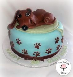 Awwww Daschund cake. I want one <3