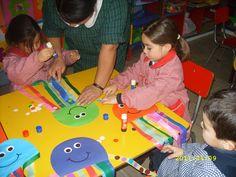 Les comparto algunas imágenes de manualidades que realizaron los niños para diferentes ocasiones.  Esculturas de arcilla, pintadas con témp...