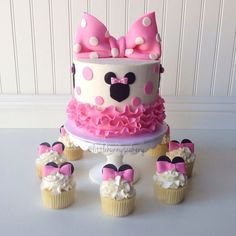 party-ideas-ph-minnie-mouse-birthday-cakes-23