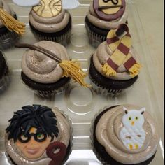 Harry Potter cupcakes with handmade fondant toppers made by Gennifer. I love Harry's hair! Harry Potter Cupcakes, Fondant Toppers, Awesome Cakes, Party Time, Nom Nom, Soap, Yummy Food, Baking, Desserts