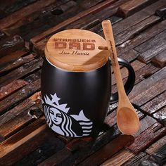 personalized Starbucks coffee mug. Bamboo Lid and Spoon personalized with your very own message, we can include a basic graphic on the lid. Makes the perfect gift for Starbucks fans, coffee lovers and mug collectors. Disney Coffee Mugs, Coffee Drinks, Coffee Cups, Coffee Beans, Café Starbucks, Coffee And Bagel, Green Mountain Coffee, Coffee Delivery, Coffee Facts