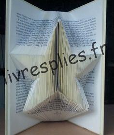 livre plie etoile jp Plus Book Sculpture, Book Folding, Book Projects, Deco, Book Art, Paper Art, Blade, Id Fete, Xmas