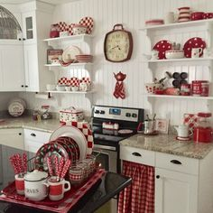 Amazing Tips Can Change Your Life: Kitchen Decor Scandinavian Colour kitchen decor wood sinks.Kitchen Decor Modern Country kitchen decor brown home. White Farmhouse Kitchens, Red Farmhouse, Cottage Kitchens, Farmhouse Style Kitchen, Red Country Kitchens, Rustic Kitchen, Farmhouse Decor, Cocina Shabby Chic, Muebles Shabby Chic
