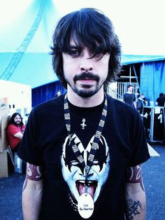 The Multi-Talented Dave Grohl [Nirvana, Foo Fighters, Them Crooked Vultures] Is Even A KISS Fan.