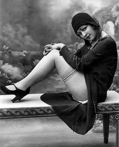 lacontessa:    Flapper, 1920s    —viasisterwolf