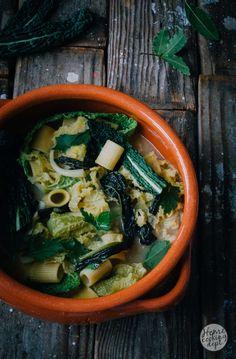 Kale soup / Parmezaanse kaas bouillon en boerenkool pasta soep / Fotografie: Homecooking dept.