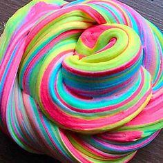Slime Maker and Artist par DesignsSlimeStore sur Etsy - DIY et Bricolage Diy Fluffy Slime, Fluffy Slime Recipe, Diy Crafts Slime, Slime Craft, Slimy Slime, Edible Slime, Galaxy Slime, Slime Swirl, Colorful Slime