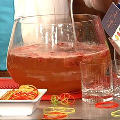 Clinton Kelly's Strawberry White Wine Cooler Punch ~ Love The Chew!
