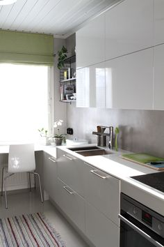 Valko-harmaa keittiö. White and grey kitchen. Kitchen, Home Decor, Cooking, Decoration Home, Room Decor, Kitchens, Cuisine, Home Interior Design, Cucina