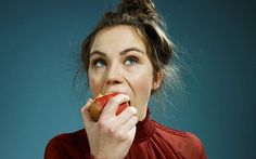 Tin Sức Khỏe Bạn sẽ bỏ ngay thói quen ăn táo không gọt vỏ ngay sau khi biết được sự thật này