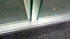 ¿os gusta como quedan dos despachos unidos por el mismo frente utilizando el modelo Berlín? Lograr el ajuste milimétrico de todos los vidrios, por ambas caras, requiere esfuerzo, precisión y sobre todo conocimiento. Madrid, Windows, Model, Offices, Knowledge, Faces, Architecture, Ramen, Window