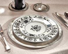 Pewter Charger Plate handcrafted by artisans of La Bottega del Peltro - Italian Pewter Dinnerware - Handmade in Italy - Online Store Table Accessories, Charger Plates, Empire Style, Safe Food, A Table, Craftsman, Dinnerware, Primitive, Artisan